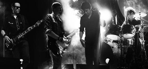http://www.dobleschilenos.cl/banda-tributo-u2/